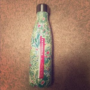 Lilly Pulitzer Swell Bottle in Palm Beach Jungle